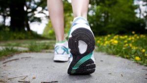 rimedi per le gambe gonfie in gravidanza